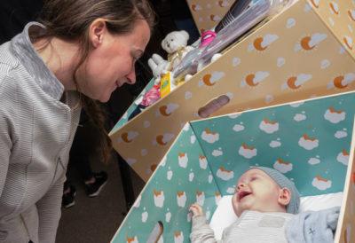 """'Onvoldoende bewijs dat de """"babybox"""" het aantal wiegendoodgevallen verlaagt'"""