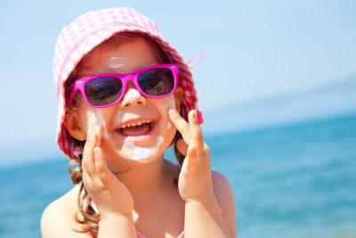 Ouders beschermen ogen jonge kinderen onvoldoende tegen zonlicht